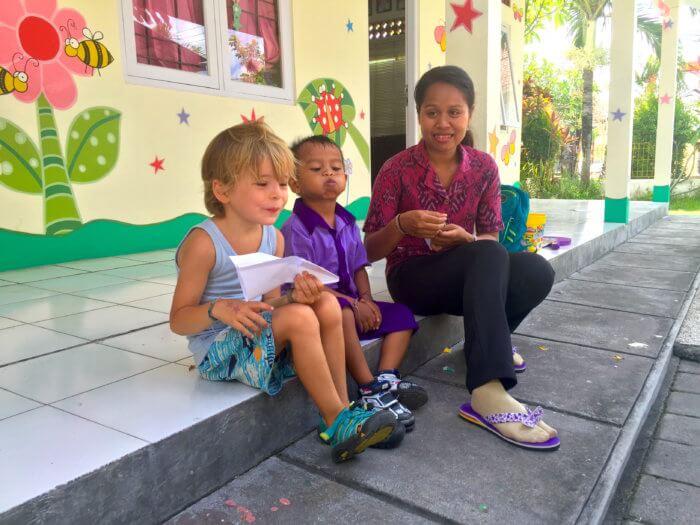 Ein Traum in Lila: Max und sein Indonesischer Kindergarten