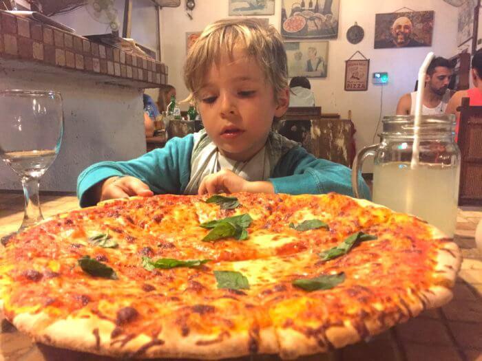 Pizza auf Bali