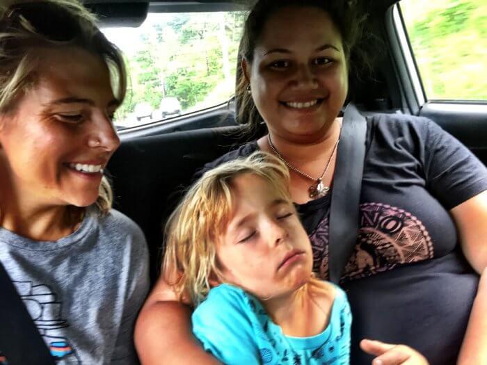 Per Anhalter mit Kind durch das Paradies - Mit dem Auto