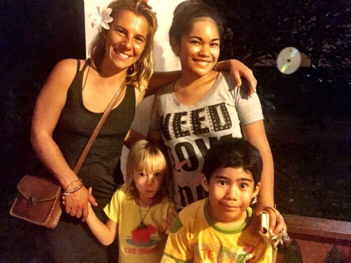 Tahiti mit Kind und Einheimischen