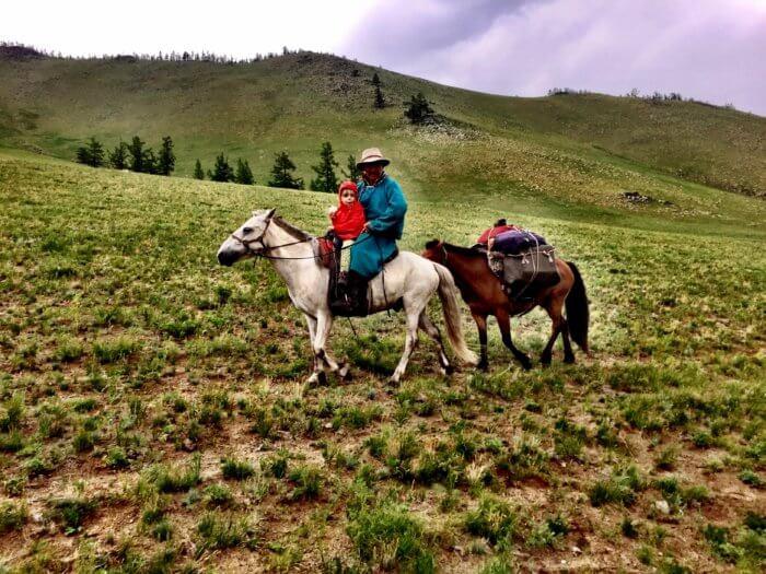 Auf Pferden mit Kind durch die Mongolei II