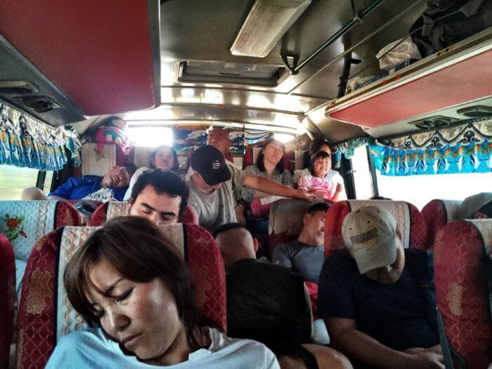 Mongolei mit Kind im Bus