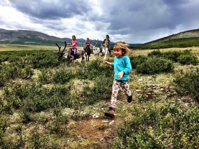 Wo die wilden Rentiere wohnen: Auf Pferden mit Kind durch die Mongolei