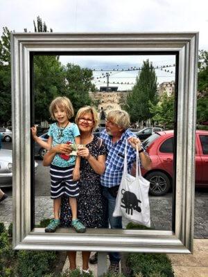 Großelternbesuch in Armenien mit Kind
