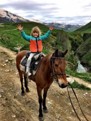 Reiten in Georgien mit Kind